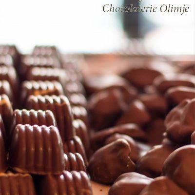 Pralina gozdni sadež in oblite slive v čokoladi