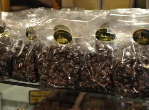 Oblite rozine v temni čokolada