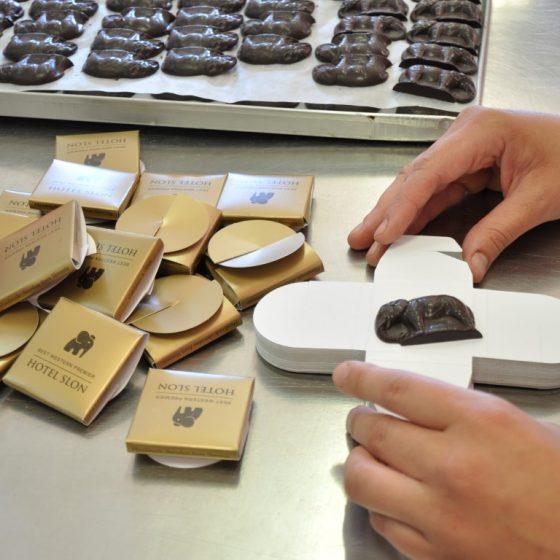 Ročno zavijanje čokoladice