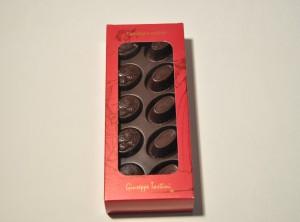 Bonboniera Tartini – Persipan v temni čokoladi