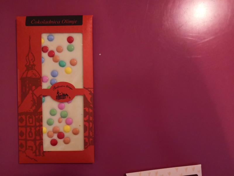 Bela čokolada z draže bonboni