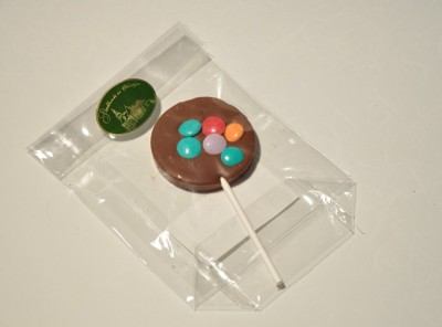 Čokoladna mlečna lizika z draže bonboni