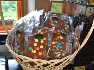 Mlečna  čokolada z draže bonboni