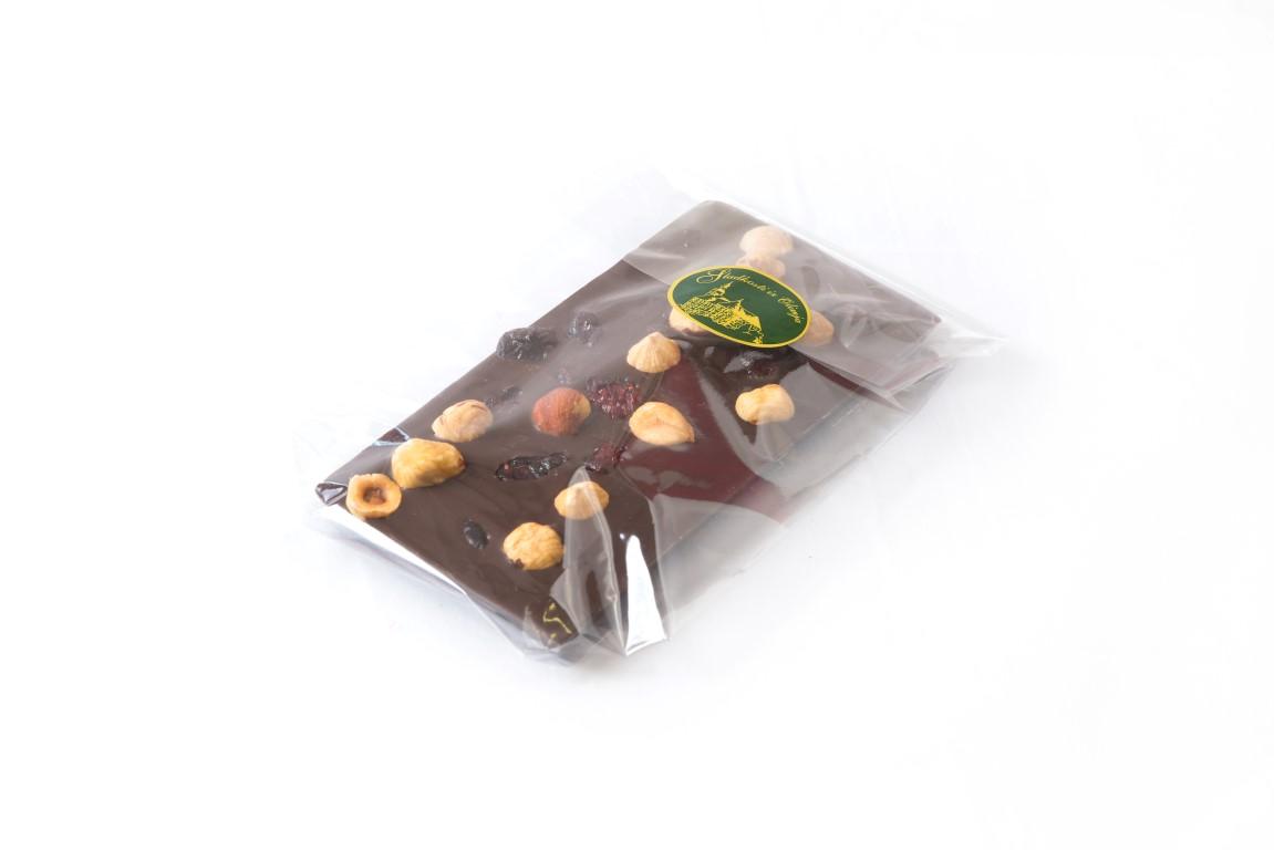 Temna čokolada z lešniki in brusnicami